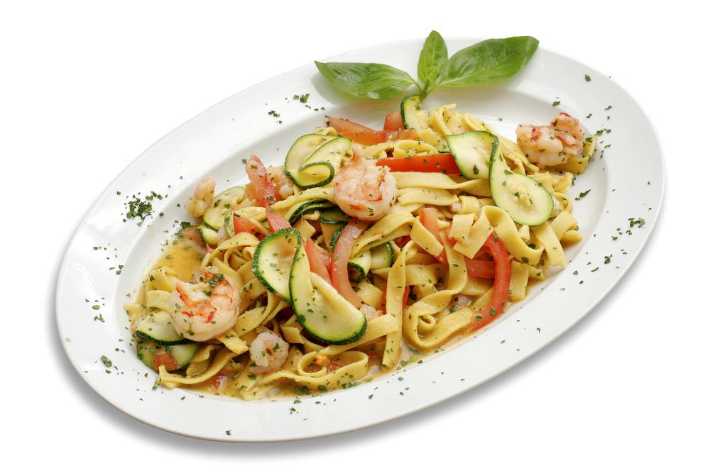 Fettuchine mit Shrimps und Zucchini.