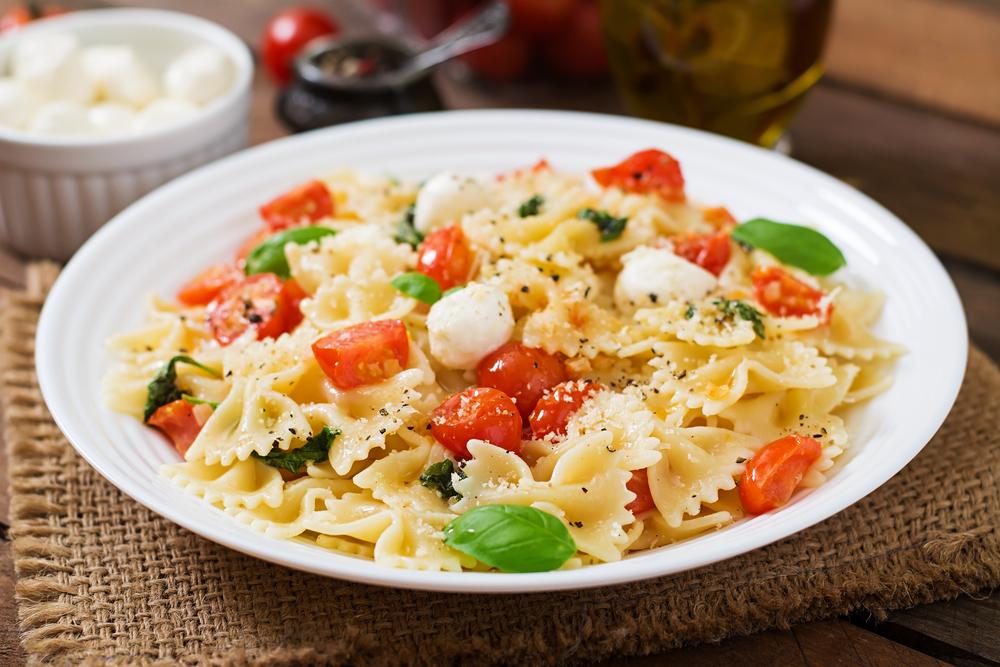 Farfalle mit Tomate und Mozzarella