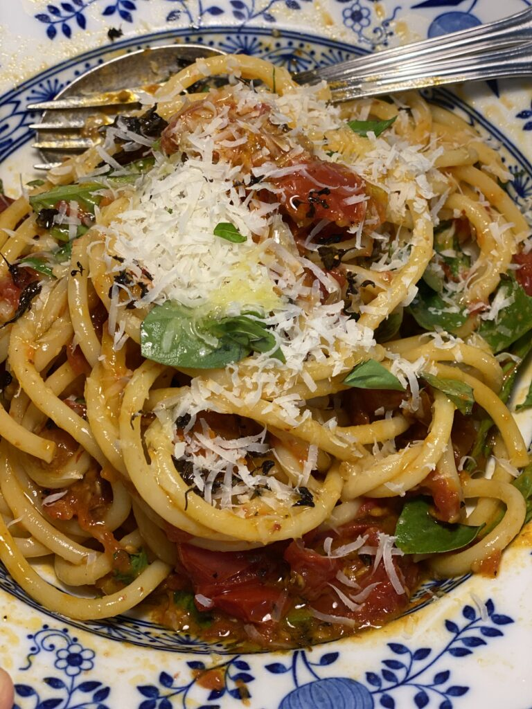 Bucatini mit Tomatensauce