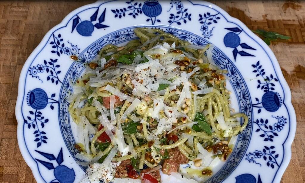 Spaghetti mit Pesto und mehr